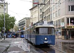 P-Zug 2005/3004 verlässt die Haltestelle Hauptbahnhof Nord in Fahrtrichtung Borstei (Bild: Andy Paula) (Frederik Buchleitner) Tags: 2005 3004 linie21 linie2128 linie28 linienverbund munich münchen pwagen schnee strasenbahn streetcar tram trambahn