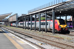 221113 @ Chester (ianjpoole) Tags: virgin trains 221106 willem barents 221113 sir walter raleigh working 1d86 london euston chester