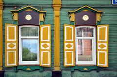 Architecture traditionnelle de Sibérie (Voyages Lambert) Tags: irkutsk russiandacha siberia russia window izba loghouse woodenhouse