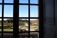 IMG_2595 (valentinperrier) Tags: versailles chateaudeversailles jardin fenetre flouartistique