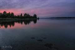 Sonnenuntergang am Greifensee / Sunset at Greifensee (Claudia Bacher Photography) Tags: abendrot eveningred sonnenuntergang sunset greifensee schweiz suisse switzerland see lake wasser water wolken clouds pink