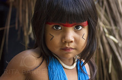 Fernanda Kuikuro (Rita Barreto) Tags: ãndia ãndiakuikuro crianã§aindãgena menina garota etniakuikuro xing㺠matogrosso centrooeste brasil culturaindãgena índia índiakuikuro criançaindígena xingú culturaindígena