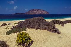 La Graciosa & Isla de Montaña Clara (Piotr_PopUp) Tags: lagraciosa playadelasconchas islademontañaclara sea seascape canarias canaryislands beach sand playa island water landscape atlantic