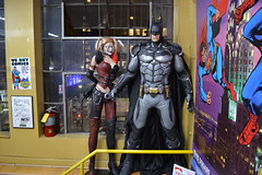 Harley and Batman at Midtown Comics Times Square (FOXHOUNDS_FINEST) Tags: batman harleyquinn arkhamcity arkhamknight arkhamasylum midtowncomics timessquare newyorkcity newyork