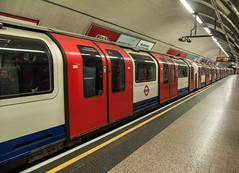 Central Line (D_Alexander) Tags: uk england london thecity stpaulsstation centralline londonunderground thetube londonundergroundstations