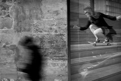 Paris sous la grisaille (Franck.Charlemagne) Tags: affiche art naturemorte oldkeyword skate paris4 iledefrance france fr