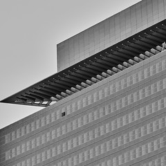 Frankfurt Hochhaus Messe b&w (rainerneumann831) Tags: frankfurt messe hochhaus gebäude architektur linien blau ©rainerneumann bw blackwhite 1x1 quadratisch