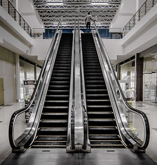 Lots of steps... (Pedro1742) Tags: escalator steps people leadingwith lines