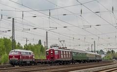 016_2017_05_07_Bochum_Ehrenfeld_EIFFAGE_225_001_RP_225_011_RPRS_trifft_10019_CBB_mit_Sonderzug (ruhrpott.sprinter) Tags: ruhrpott sprinter deutschland germany allmangne nrw ruhrgebiet gelsenkirchen lokomotive locomotives eisenbahn railroad zug train rail reisezug passenger güter cargo freight fret eiffage abrn abellio cbb db rp rprs 0427 0826 101 110 146 215 225 420 422 425 808 10019 ice2 re1 re11 re16 s1 sbahn sonderzug gesellschaftssonderzug säuferzug systemtechnik bahntechnikmitkompetenz müller tours hkx bkk wolken outdoor logo natur graffiti