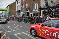 Tour De Yorkshire Stage 2 (667) (rs1979) Tags: tourdeyorkshire yorkshire cyclerace cycling teamcar teamcars tourdeyorkshire2017 tourdeyorkshire2017stage2 stage2 knaresborough harrogate nidderdale niddgorge northyorkshire highstreet