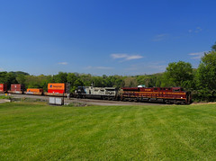 NS 24W 5/16/17 (George Neat) Tags: ns norfolk southern railroad heritage unit prr 8102 4005 hempfield township twp wegley penn westmoreland county pa pennsylvania george neat patriot portraits trains transportation freight locomotives landscapes scenery