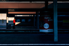 bahn.bonus (grizzleur) Tags: color red redcolor colorstreetphotography streetphotography street streetcandid omd omdstreetphotography olympus candid candidphotography candidstreetphotography light directionallight hardlight hard direction humanelement highcontrast contrast complementary complementarycolors warmcool yellowblue warm cool yellow blue olympusomdem10mkii olympusm45mmf18