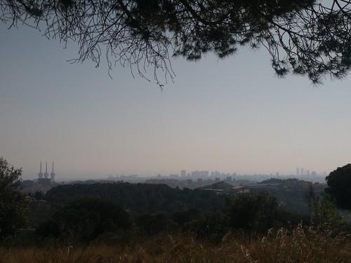 Silueta de Badalona y Barcelona