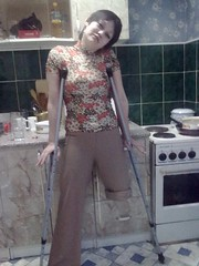 amp-1370 (vsmrn) Tags: amputee woman crutches onelegged