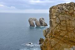 Escorados. (Howard P. Kepa) Tags: cantabria liencres urrosdeliencres marcantabrico acantilados costa erosion