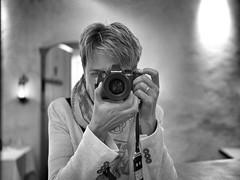 Moin...me, myself and my cam (VintageLensLover) Tags: selfie monochrome bw sw schwarzweis olympus zuiko 25mm12 em1 m43 vintagelenslover dof depthoffield bokeh