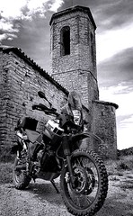 La pequeña Yamaha (carlesbaeza) Tags: adventure advrider adventurerider dualsportlife dualsport travel motobiker moto motorcycle motorrad offroad yamaha xt660z tenere xladv he hat had low enough seat height for me manage
