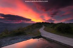 ARGITIK ARGIRA (Obikani) Tags: uzkiano álava araba euskadi amanecer sunrise espectacular balsa reflejo nubes sol color chicosdelalba alavavision