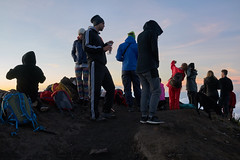 Hikers at Gunung Agung (Vinchel) Tags: indonesia bali gunung agung volcano outdoor mountain trekking hiking landscape sony rx1m2 people hiker