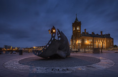 Memorial (MarkWaidson) Tags: pierhead cardiff wales memorial merchant seafarers war artwork bay night sunrise longexposure le