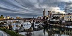 Reflejos y cielos de Verona /  Reflections and skies of Verona (D. Lorente) Tags: dlorente nikon diurna nubes clouds verona río reflejo reflection