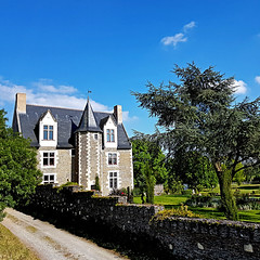 Chemin de Belligan, Sainte-Gemmes (pom.angers) Tags: samsunggalaxys7 may 2017 saintegemmessurloire angers maineetloire 49 paysdelaloire france europeanunion castle 150 100