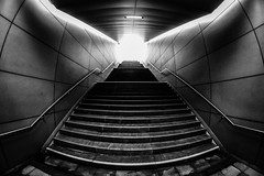 Treppe ins Licht (uwschu) Tags: treppe sw hamburg