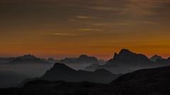 ..e ti godi il momento.. (santi_riccardo) Tags: montagne alba colori nebbia mattino ngc