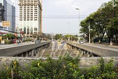 Alf Ribeiro 0139 0158 (Alf Ribeiro) Tags: alfribeiro alphaville automóveis avenida carros centro cidade grandesãopaulo praça prédio transporte tráfego trânsito centrocomercial condomíniodeluxo veículos