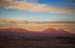 Atacama's sunset changing colours (Cecilia A) Tags: desertodeatacama pedradocoiote licancabur volcano volcan vulcão atacamadesert sunset pordosol rocadelcoyote coyoterock valledelamuerte andes chile chili mountain desert sanpedrodeatacama canon canon6d ceciliaa ©ceciliaa