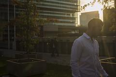 Campaña GameBoy SP (freantonio) Tags: gameboy nintendo guy street sunset atardecer buildings edificios espejos hombre male