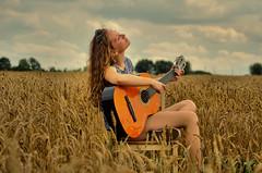 SHOOTING (Gila98) Tags: shooting fotoshooting sommer feld gitarre musik