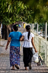 Burmese elegance (isabelle.giral) Tags: mawlamyine street pentax rue personnes people burma birmanie myanmar