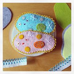 Sleeping Paramecium WIP (hine) Tags: paramecium microbe felt feltsculpture hine handmade hinemizushima brooch pin plush