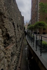 Roman Wall (Tom Doel) Tags: roman wall london londonwall romanwall tower kin toweroflondon historic monument ancient archaeology preserved restored