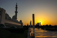 Sheikh Zayed Mosque at dusk (The Odyssey Experience) Tags: uae sunset abudhabi travel sheikhzayedmosque