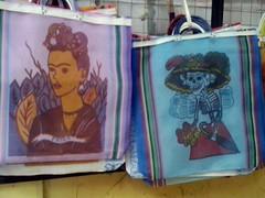 México (mayavilla) Tags: méxico bolsas frida fridakahlo catrina calavera calaca diademuertos mandado bag nacos guanajuato mercado