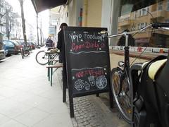 Yoyo Foodworld (conticium) Tags: berlin friedrichshain lunch mittag yoyo burger vegan vegetarisch restaurant pommes