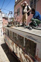 straßenbahn reparateure (josefcramer.com) Tags: europe europa portugal lissabon lisboa lisbon menschen people urban street streetphotography leica m 240 rangefinder messsucher josef cramer flaneur city town colour stadtleben stadttmenschen summilux 24mm 50mm asph