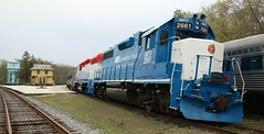 GP38 Pair Tuckahoe (kitmasterbloke) Tags: tuckahoe nj usa jersey railroad tourist iutdoor transport diesel locomotive train