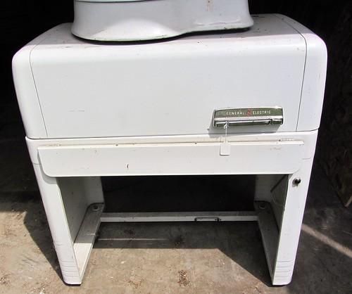 GE Ironing Machine/Mangle