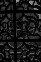 Simetria do Melão (Geraldo Manoel Fotografia) Tags: mono pb bw street urban geometry architecture streetphotography urbanphotography urbandecay people water bike simetry build buildings trees traves recife sky black white blackandwhite blackwhite branco preto brazil bianco alvo teto square plonge contraplonge nikkor nikon lens d3200 ertão rain rainingday city cityscape skyscape correios geraldo pfc pernambuco caisdosertão caisdosertao cais sertao northeast north norte nordestino vintage monochrome