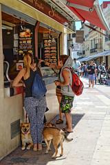 HotDogs (JC Arranz) Tags: españa barcelona calle animales luz ciudad dia perros mascotas sitges tienda hotdogs turismo gentes alimentacion