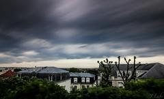 Avant la pluie et l'orage (ju.labs) Tags: nd1024 poselongue france sky pluie rain cloud nuage gris grey couluers colors canon canon70d 1018 grandangle ville city paysage urbain cokin gnd