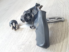 S&W 357 MAG (Nicolas FYH) Tags: gun weapon arme smith wesson 357 magnum gerber geco couteau knife blade armor percing