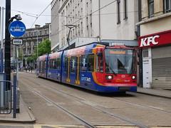 Sheffield Supertram 121 (Boothby97) Tags: sheffieldsupertram stagecoach siemensduewag tram 750vdcelectric 750vdc sheffield yorkshire yellowline supertram121 fitzalansquarepondsforge