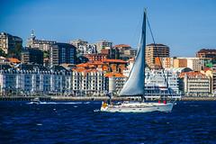 Santander Marítimo (Walimai.photo) Tags: santander cantabria spain españa barco boat costa coast cielo sky azul blue bleu mar sea océano cantábrico building edificio nikon d7000 18105