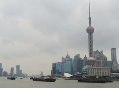 Shanghai skyline by the river, China (Germán Vogel) Tags: asia eastasia china travel traveldestinations traveltourism tourism touristattraction landmark holidaydestination famousplace shanghai urbanlandscape architecture contemporaryarchitecture modernarchitecture pudong huangpo river riverside tugboat ship orientalpearltower skyline cityscape urban cloudy gloomy maritimetraffic