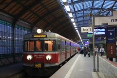 PR EN57-895 , Wrocław Główny train station 10.05.2017 (szogun000) Tags: wrocław poland polska railroad railway rail pkp station wrocławgłówny ezt emu set electric en57 en57895 pr przewozyregionalne train pociąg поезд treno tren trem passenger commuter regio 464310 605410 d29132 d29271 d29273 d29276 d29285 d29763 e30 e59 dolnośląskie dolnyśląsk lowersilesia canon canoneos550d canonefs18135mmf3556is