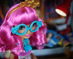 Book Party Ginger. Now with custom glasses. #gingerbreadhouse #everafterhigh #bookparty (GrayskullWarriorToys) Tags: gingerbreadhouse everafterhigh bookparty